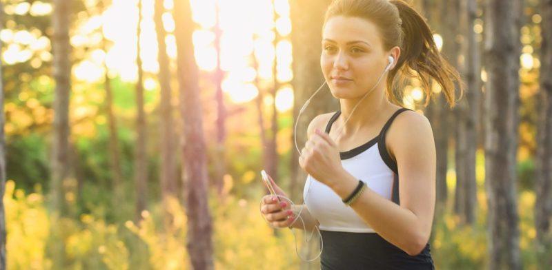 ジョギング中に耳から外れるイヤホンとはおさらば!外れないイヤホンとは!?